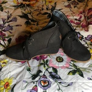 Size 8 mad love black wedges